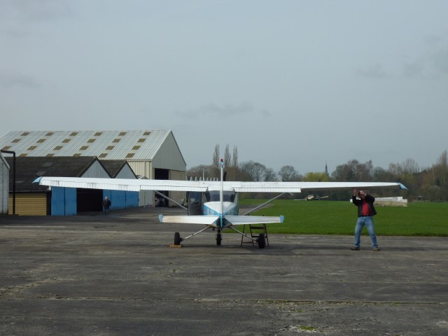 ... check méticuleux des éléments fixes et mobiles associés aux ailerons ...